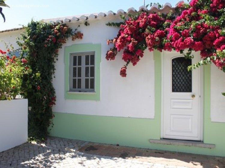 louer une maison au portugal excellent latest louer une villa en espagne vacances t pas cher. Black Bedroom Furniture Sets. Home Design Ideas