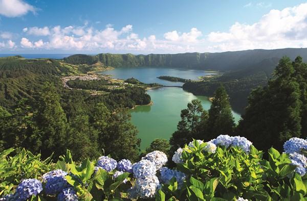 Sete-Cidades-_lake-Acores-Portugal-homepage